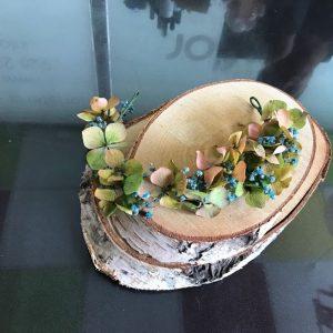Corona de hortensias y paniculata azul