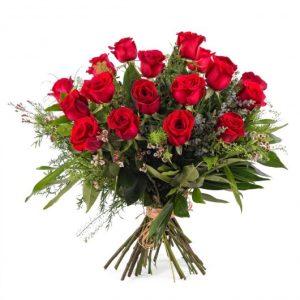 18 rosas rojas tallo largo