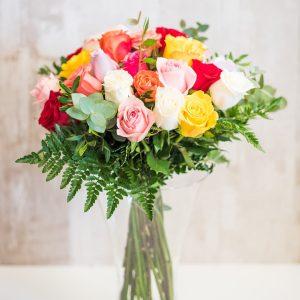 Ramo de 24 rosas multicolor a domicilio en Toledo.
