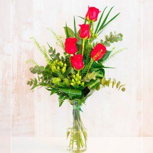 Ramo de 5 rosas con jarró de cristal incluido a domicilio en Toledo