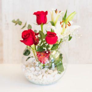 Pecera de rosas rojas y lilium a domicilio en Toledo