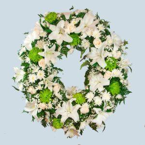 Corona de flores blanca para enviar al tanatorio de Toledo y cualquier tanatorio de la provincia de Toledo.