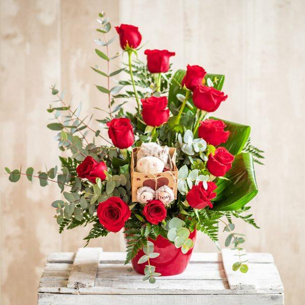 Centro de rosas rojas acompañado de un peluche a domicilio en Toledo.