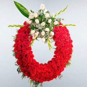 Corona de flores roja con un cabecero para enviar al tanatorio de Toledo y cualquier tanatorio de la provincia de Toledo.