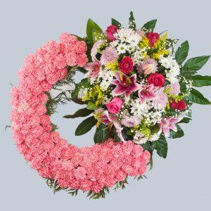 Corona de flores de claveles rosas con un cabecero para enviar al tanatorio de Toledo y cualquiera de la provincia.