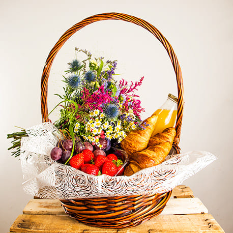 Desayuno con flores silvestres