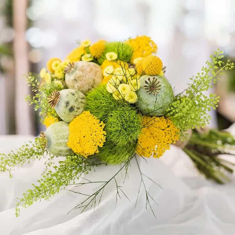 Ramo de novia con flores silvestres en tonos amarillospara boda en Toledo