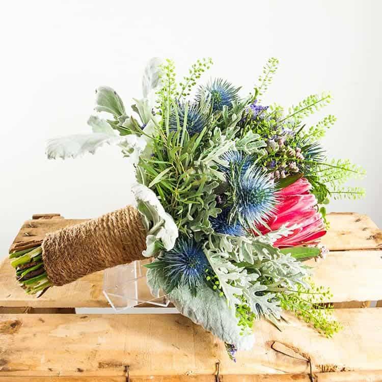Ramo de novia de flores silvestres para boda en Toledo