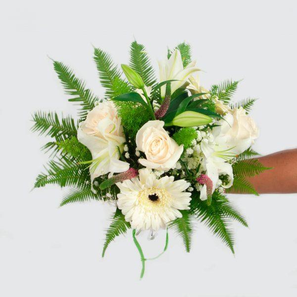 detalle Ramo de flores blanco a domicilio en Toledo